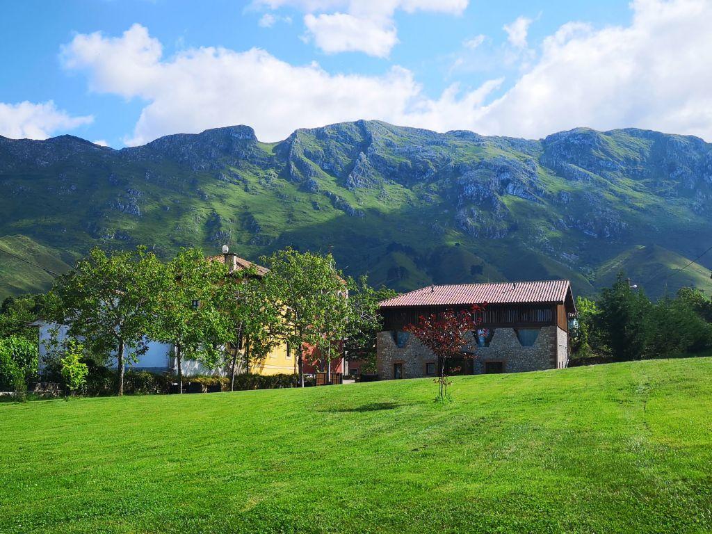 <strong>Hoteles en Picos de Europa con encanto y apartamentos en Picos de Europa La Santilar</strong>