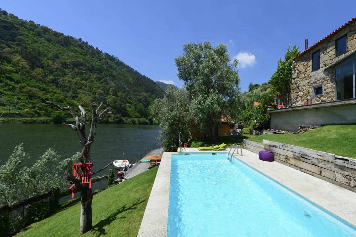 <strong>Rural Hotel Casas Posadouro pool-Duero River</strong>