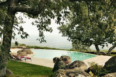 Hoteles con piscina de ensue o rusticae for Hoteles en avila con piscina