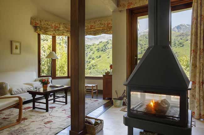 Hoteles con chimenea en la habitaci n rusticae for Hoteles con chimenea