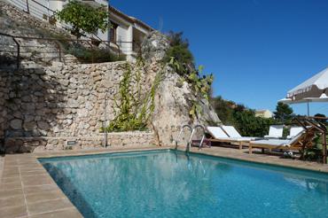 Hoteles con piscina de ensue o rusticae for Hoteles en o grove con piscina