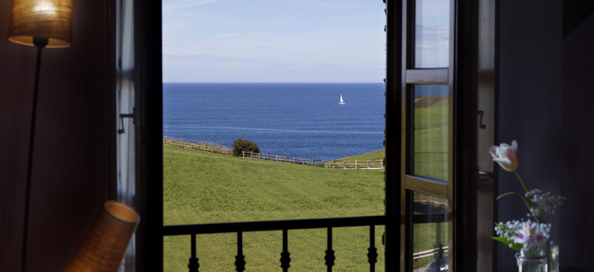 "Gift Key ""Sailing the Cantabrian Sea"" Experience"